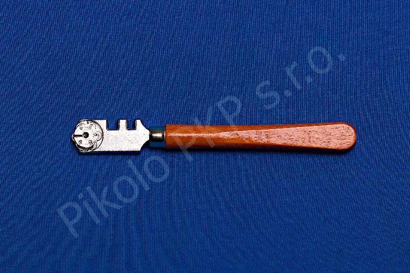 Řezák 6 kolečkový,dřevěný